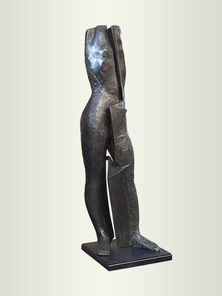 Sculpture, title: Dame 2