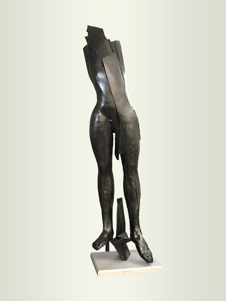 Sculpture, title: Robe