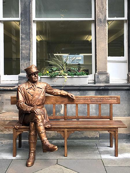 Sculpture, title: General Stanisław Maczek